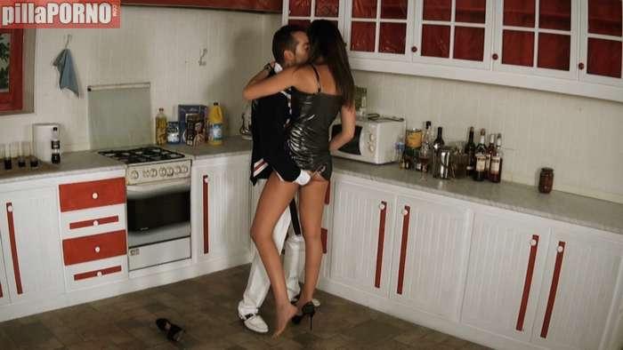 Pasada de copas se folla al amigo de su novio - foto 2