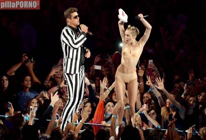 Miley Cyrus muy caliente en los premios MTV - foto 6