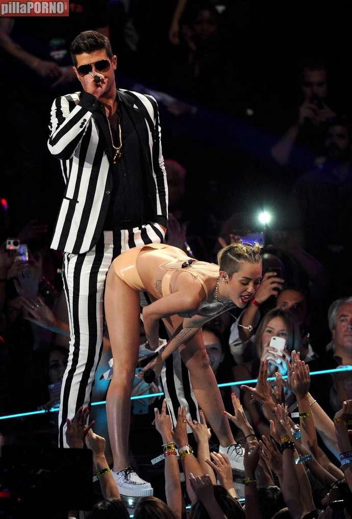 Miley Cyrus muy caliente en los premios MTV - foto 9