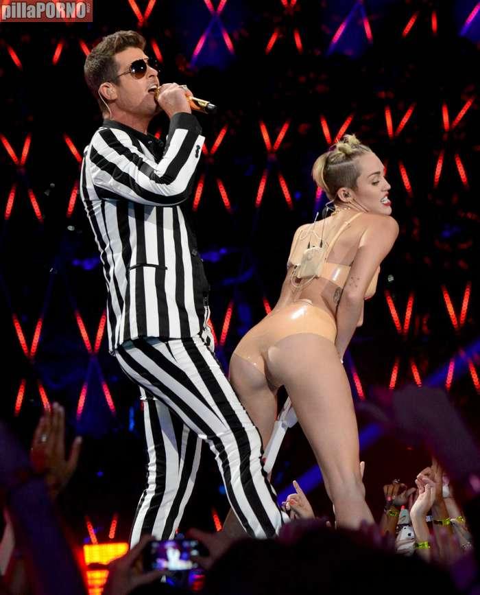 Miley Cyrus muy caliente en los premios MTV - foto 14