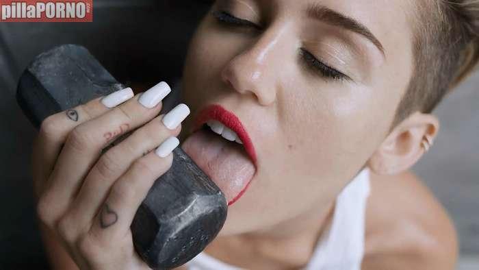 Miley Cyrus, otra vez muy excitante ... - foto 6