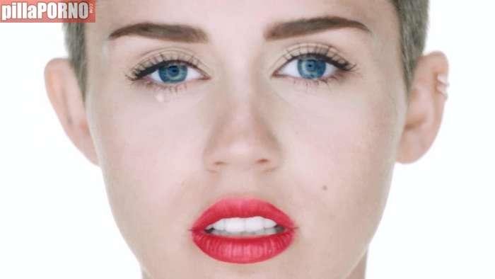 Miley Cyrus, otra vez muy excitante ... - foto 14