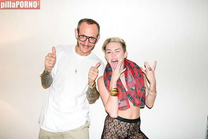 Miley Cyrus se desnuda para Terry Richardson - foto 11