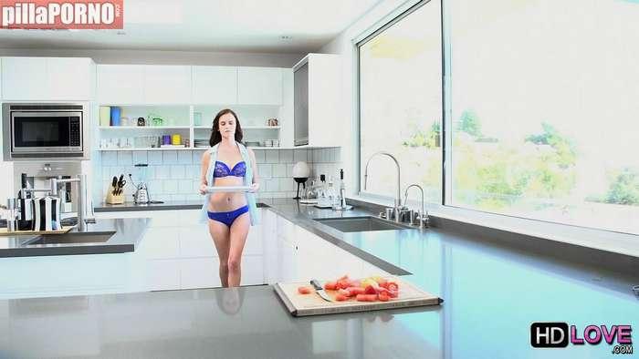 Incesto con mi hija en la cocina - foto 1