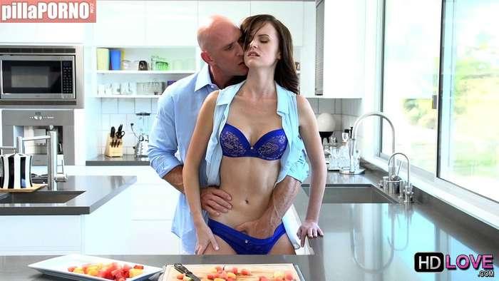 Incesto con mi hija en la cocina - foto 5