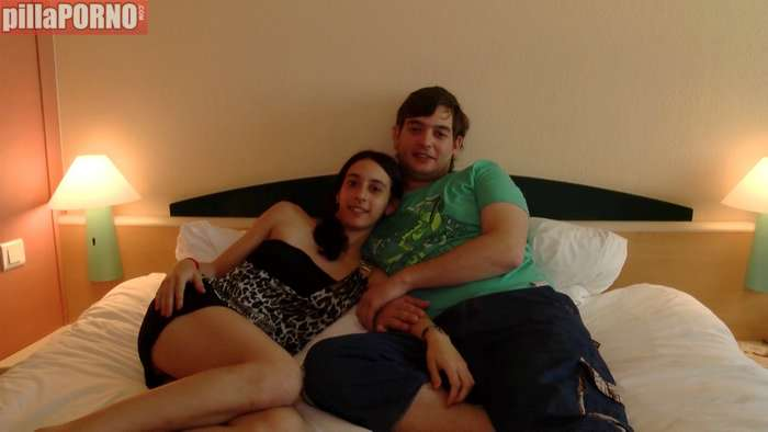 Primos lejanos graban porno por vez primera - foto 1
