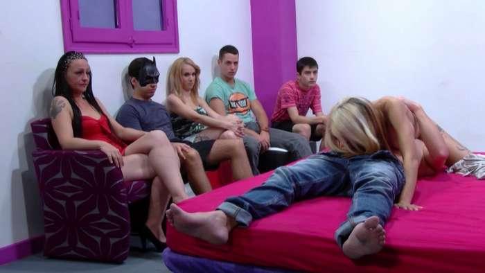 Jovencitas españolas en una orgia de sexo - foto 3