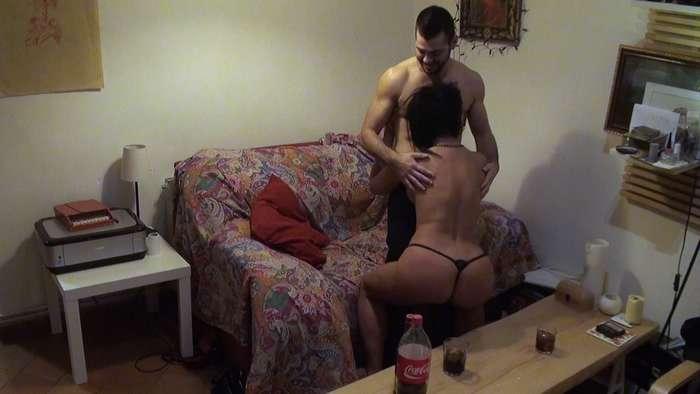 El 'hombre con coño' se liga y se folla a una madura - foto 4