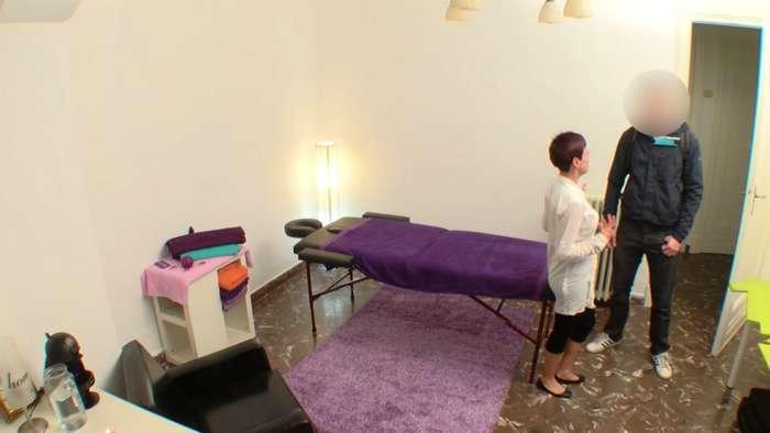 Camara oculta en una sala de masajes de Madrid - foto 1