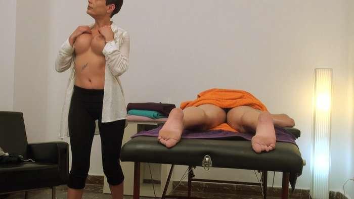 Camara oculta en una sala de masajes de Madrid - foto 4