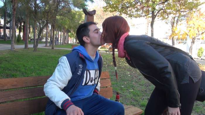 Universitaria catalana follandose a un novato - foto 2