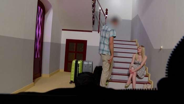 Se paga el hostal follandose al hijo del casero - foto 1
