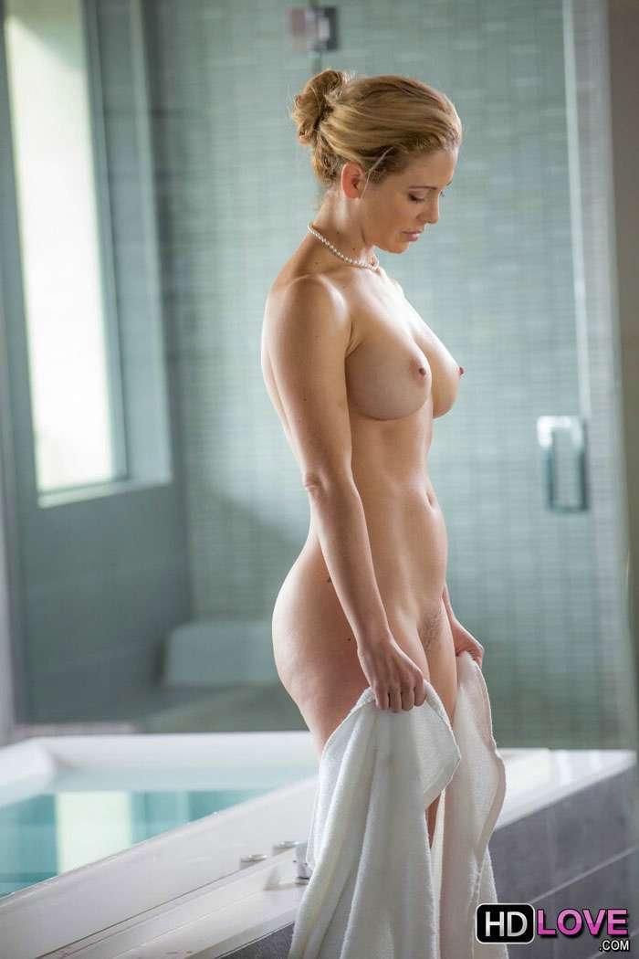 Mamá recien salida de la ducha - foto 1