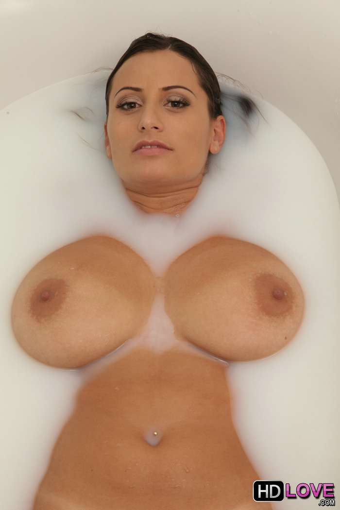 Pilla a su madre desnuda en la bañera - foto 2