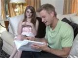 Estudiando con su hermana