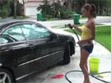 La vecinita latina me lava el coche