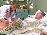 Rehabilitación con la enfermera en la clinica