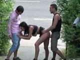 Haciendo un trio en la calle, que guarra