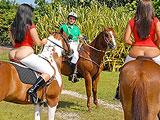 Las gusta montar a caballo … y en pollas