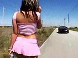 Una putita haciendo autostop