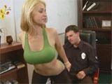 Calentando al agente de policia