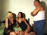 El padre y sus dos cachondas hijas