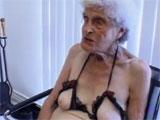 Con casi 90 años aun tiene ganas de follar
