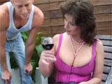 Invito a mi tia a una copa de vino