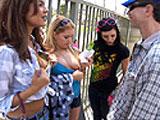 Tres pornostars buscan sexo con desconocidos