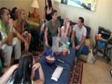 La reunion de amigos acaba en una orgia
