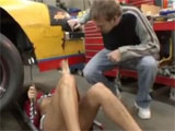 Sexo con la mujer mecanico del taller de coches