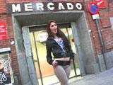 Mujer española complaciendo a su macho