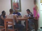 Se juega a su mujer en una partida de poker