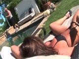 La milf y el socorrista de la piscina