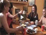 Incesto: la madre y la hija follandose a su primo