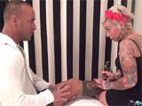 Porno duro con la tatuadora Lidya Rouge