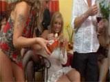 Maduras + champagne + jovencitos = porno total