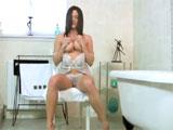 Milf cachonda en el cuarto de baño