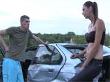 Porno en un desguace de coches