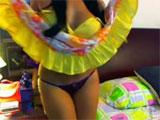 Una lozana latina se despelota en la webcam