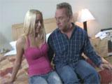 Padre e hija pasan la noche en un hotel