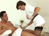 La madura enfermera del hospital