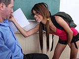 Castigando a la alumna pellera