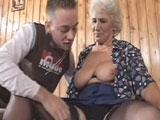 Mi abuela me pone cachondo de cojones