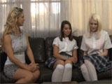 Mama y sus dos tímidas hijas