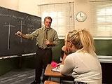La alumna con el nuevo profesor de fisica