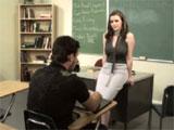 La profesora se quiere follar a su alumno