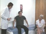 La nueva enfermera tiene al doctor loquito