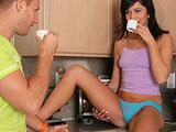 Encuentro casual con mi cuñada en la cocina