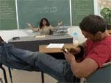 La profesora no sabe que hacer con este alumno